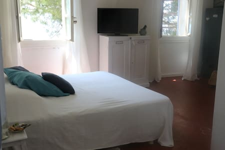 Cezanne bedroom : amazing seaview & swimming pool - Bed & Breakfast