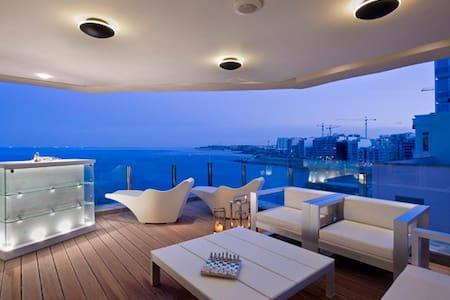 Sensational Seaview Apartment - Sliema - Lejlighed