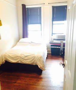 Huge Bedroom 1 min from Astoria Blv