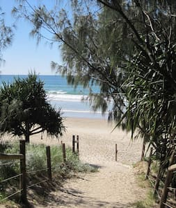 5min easy walk Coolum Beach centre - Townhouse