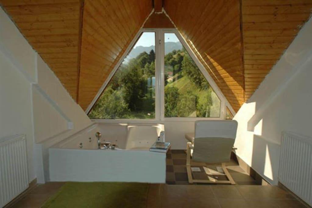 Casa Heidi's roof attic jacuzzi