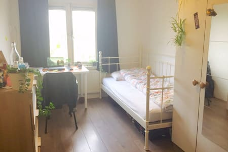 Cozy room near city centre - Utrecht