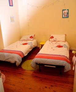 Charming comfy bedroom - Ev