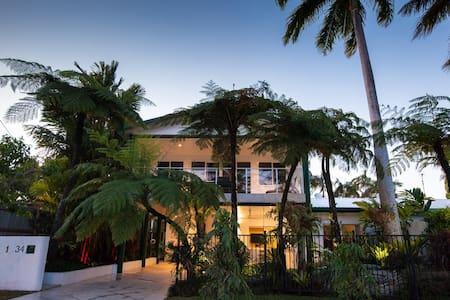 BEACH VILLA PORT DOUGLAS PLUS FREE COURTESY CAR - Port Douglas - Villa