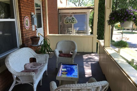 2BD w Porch in Historic Corn Hill - Rochester - Appartement
