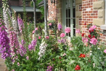 Annie's cottage and garden - Hus