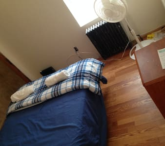 Mins to NYC/WTC has AC,sleeps 2,CL3 - Jersey City - House