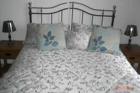 B & B Double Bedroom Villa for 2 - Lorgues
