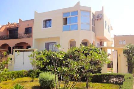 VILLA à 2 pas de la mer - Sidi Bouzid - Casa de campo