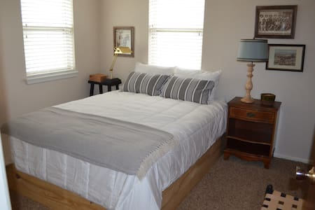 3 Bedroom Home Off SW Parkway - Wichita Falls - Rumah