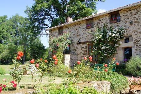 Dortoir dans maison périgourdine - St Jory De Chalais