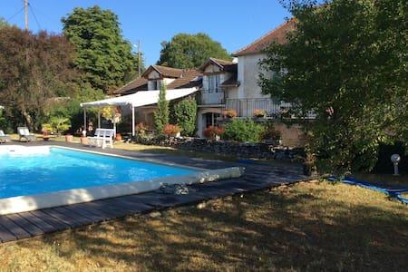 Grande maison familiale + piscine - Saint-Médard - Ev