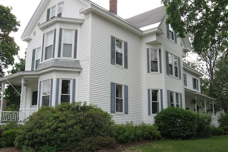 2nd Cute Apartment on Quiet Street - Laconia