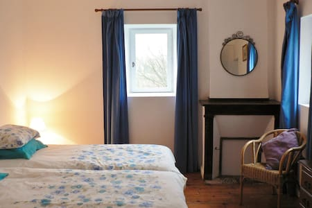 Laytoure: Acacia Room B&B - Bed & Breakfast