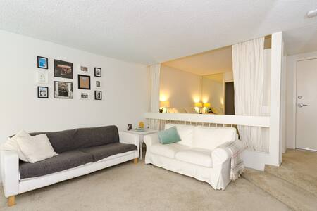 Large Studio in the Heart of WEHO