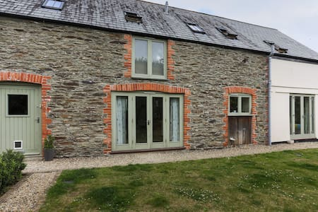 Cosy room, converted barn, family home, Fowey - Huis