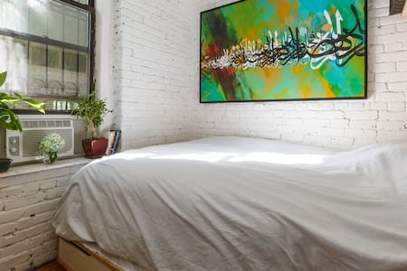 A beautiful space in the heart of one of trendiest neighborhoods in all of Manhattan.  Peaceful & quiet, get a good nights sleep, as well as all the excitement of Manhattan just outside your doorstep.