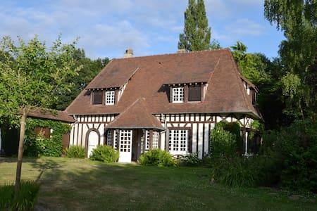 Jolie maison normande avec tennis - House