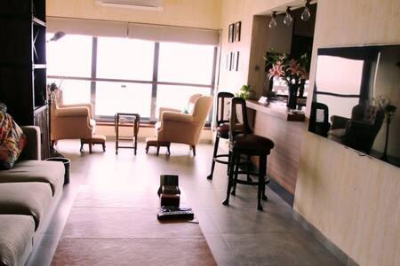 Charming sea view home in Colaba - Mumbai - Apartment