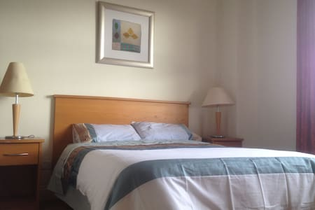 Large double room with private bathroom available in very luxury, bright and spacious apartment, with ocean view. The apartment is near the main attractions, wonderful restaurants, cafes, patisseries, 3 mins to Eyre Sq. Free parking.