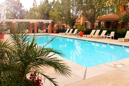 2BR 2.5BA (Two suits)Resort Style Townhouse - Irvine - Reihenhaus