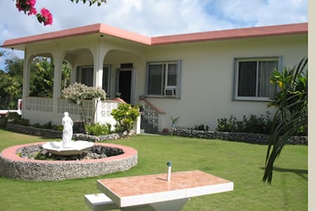 Guam Garden Villa Bed and Breakfast - Szoba reggelivel