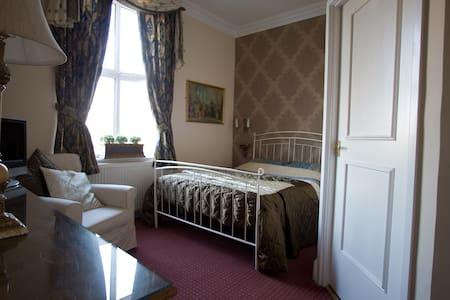 Superior room in a Victorian Villa - Eccles