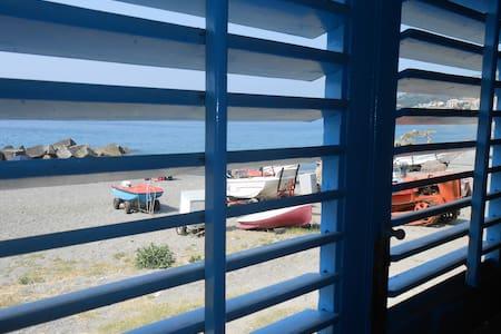 Casa sulla spiaggia a 20 m dal mare - Rumah