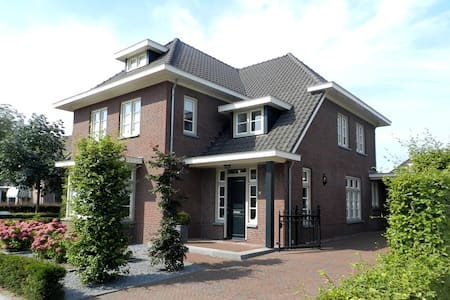 B&B in villa nabij het centrum - Szoba reggelivel