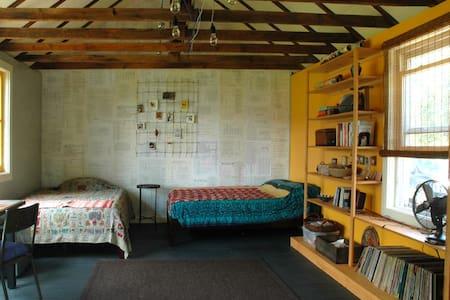 Artistic free standing studio +view - Cedar