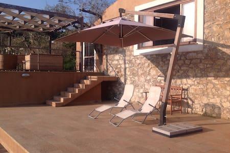 Villa moderna con  idromassaggio - House