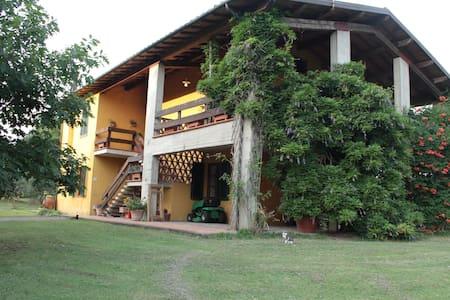 Casa campagna a Montecarlo di Lucca - House