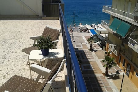 Top floor seaside apartment - Daire