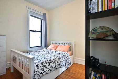 Luxe Bed in Carroll Gardens 3BR