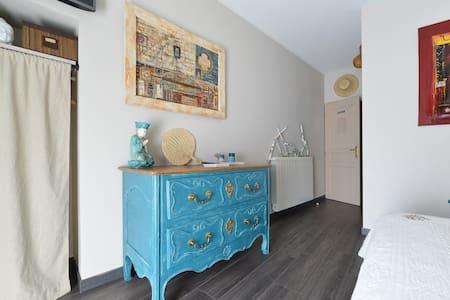 Chambre BOUDDHA ds Maison de Charme - Bernis - Bed & Breakfast