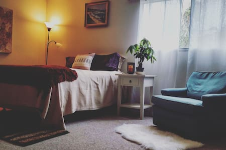 Cozy, Spacious Room--Walk to the beach! - Aptos - Hus