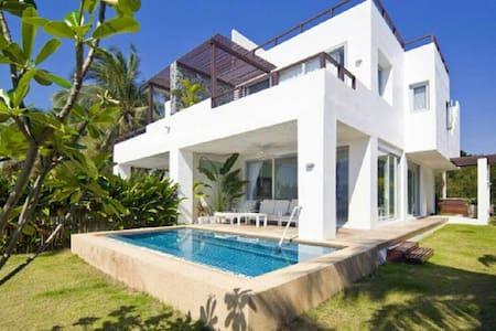 BEAUTIFUL BEACH FRONT POOL VILLA - Vila