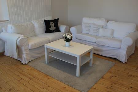 Wunderschöne und stilvolle 65qm Wohnung mit Balkon - Apartment