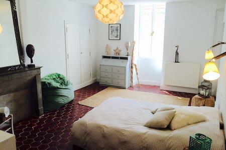 Chambre dans maison ancienne 1771 - Gemeaux - Talo