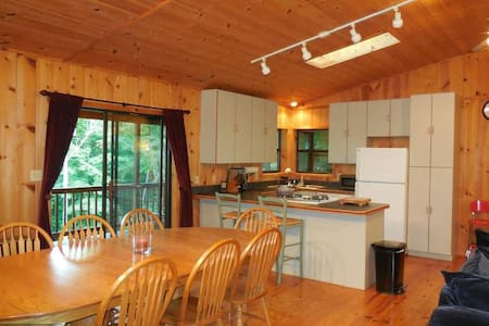 Cozy 2-level cabin, stunning view! - Cabaña