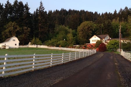 Close to Corvallis, OR & OSU, Gorgeous Guest Home - Bungalow