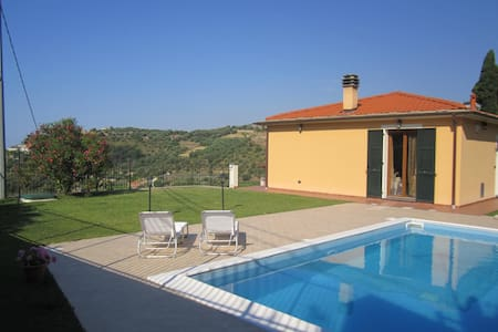 BILOCALE IN VILLA CLIMA E PISCINA - Apartment