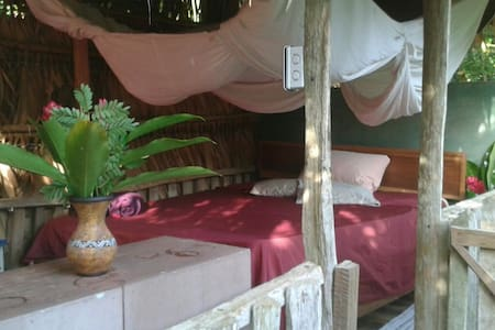 Simplicity in paradise! Lovely homestay opportunity with a friendly local family and their three lovely kids. No walls, but curtains! Palm-thatched roof, real outdoor feeling, tropical camping deluxe close to some of the greatest beaches in the area.