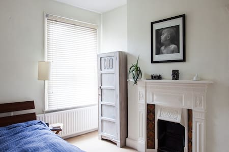 Beautiful double bedroom in Fulham