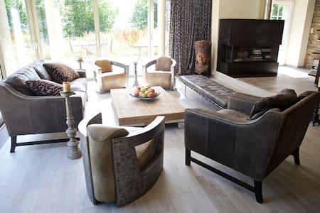 120 Incredible room in villa