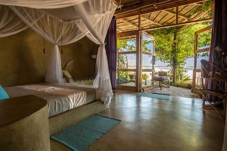 Casa Amarela. Luxury Queen Room I - Praia Tofo