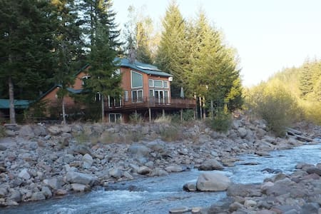 Private Chalet on Sandy River - Chalet