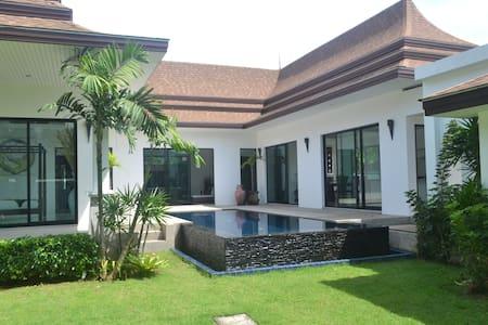 Amazing 296 sqm 3BD Villa for Rent - Amphoe Thalang - Willa