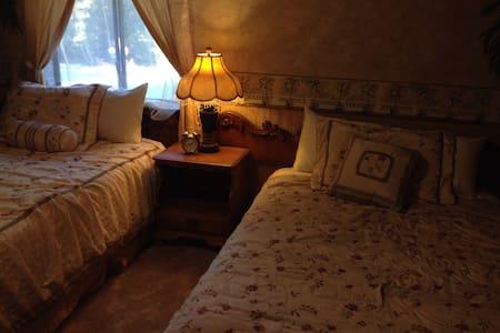 """Sierra Forest Glen B&B """"Paradise"""" - Bed & Breakfast"""