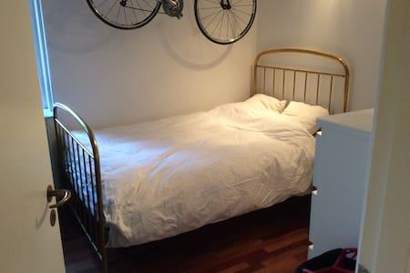 Hyggelig lejlighed med have & grill - Charlottenlund - Apartemen